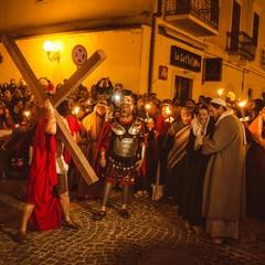 Ges che porta la croce con Violante Placido e Graziano Galatone