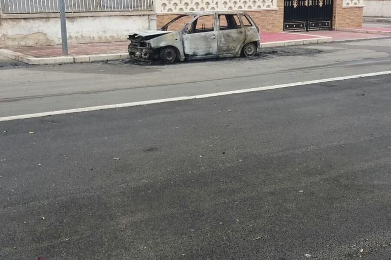Incendio auto consigliere Marrone