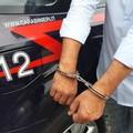 Aggredisce la moglie e altre due persone, arrestato 36enne