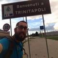 Micheal fa tappa a Trinitapoli: da aprile percorre a piedi l'Italia