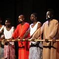 Gli ospiti del progetto Sprar sul palco di Trinitapoli