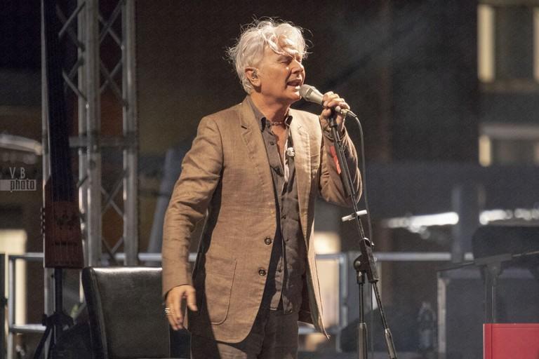 """Al Puglia Outlet Village di Molfetta Ron emoziona nel ricordo di """"Lucio"""""""