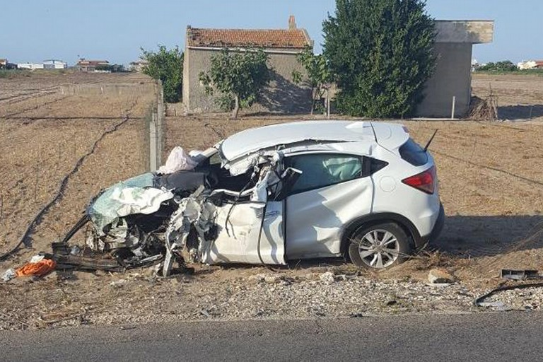 Impatto tra tir e suv sulla SP141 dopo lo svincolo per Trinitapoli