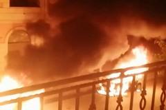 A fuoco l'auto di un dirigente del Comune di Trinitapoli