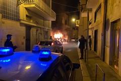Paura in via Fornaci, in fiamme un furgone