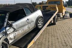 Incidente fra auto su via Barletta, feriti i conducenti