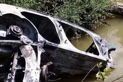 Auto cannibalizzate recuperate dal fiume Ofanto