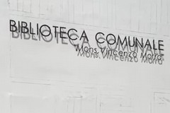 """""""Libro Aperto"""": l'opera di street art sulla facciata della biblioteca comunale"""