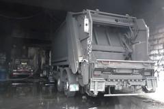 Incendio mezzi raccolta rifiuti, CGIL: «Ferma condanna»