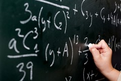 Scuola, Emiliano firma l'ordinanza: «Didattica integrata per tutti fino al 15 gennaio»