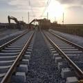 Crolla muro nei pressi della ferrovia, traffico dei treni in tilt
